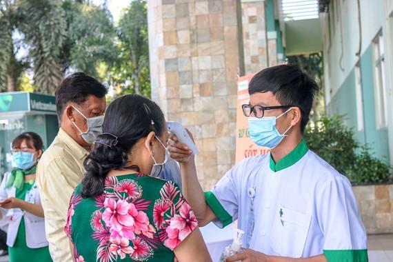 Kiểm tra y tế tại Bệnh viện Hoàn Mỹ Cửu Long.