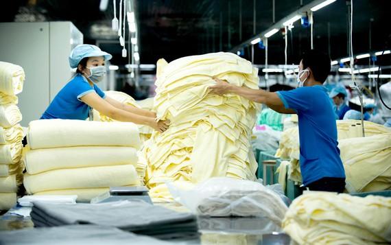 Sản xuất sản phẩm dệt may gia dụng xuất khẩu sang Hoa Kỳ  tại Tổng Công ty cổ phần Phong Phú. Ảnh: CAO THĂNG