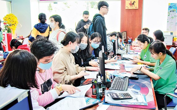 Thí sinh nộp hồ sơ xét tuyển bằng học bạ THPT vào Trường ĐH Công nghiệp Thực phẩm TPHCM năm 2021