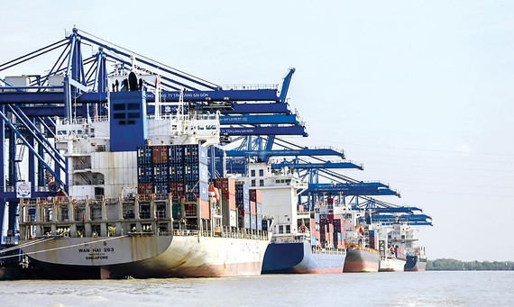 Export is currently the bright point of the economy. Photo: VIET CHUNG