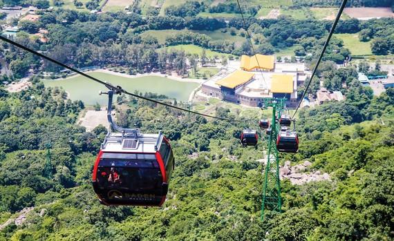 Khu du lịch Quốc gia núi Bà Đen đang trở thành điểm đến hấp dẫn của du khách ở  Đông Nam bộ. Ảnh VĂN PHONG