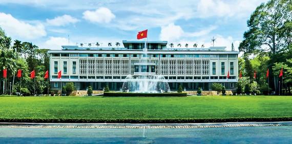 Dinh Thống Nhất (xây dựng năm 1966, do kiến trúc sư Ngô Viết Thụ thiết kế).