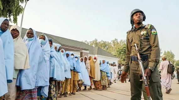 279 nữ sinh được thả sau khi bị bắt cóc từ một trường nội trú ở Zamfara, miền Bắc Nigeria vào tháng 2-2021.