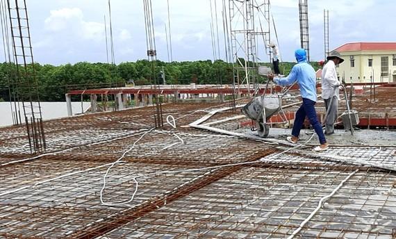 Giá VLXD tăng cao khiến nhiều công trình xây dựng chậm tiến độ Ảnh: Tấn Thái