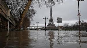 Sông Seine tràn bờ ở thủ đô Paris. Ảnh: aawsat.com