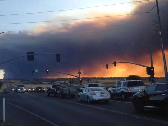 Thung lũng Sacramento chìm trong biển lửa. Ảnh: KRCR