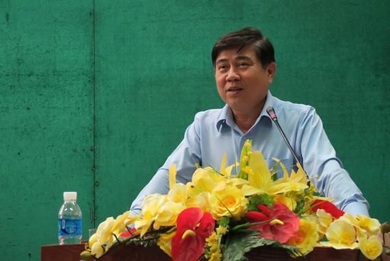 Chủ tịch UBND TP.HCM Nguyễn Thành Phong phát biểu tại buổi tiếp xúc cử tri Q.1