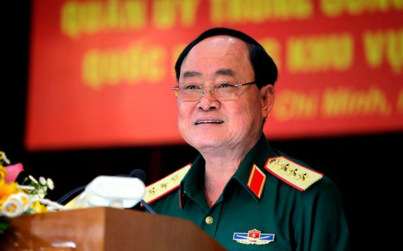 Thượng tướng Trần Đơn - Thứ trưởng Bộ Quốc phòng báo cáo tình hình sử đụng đất quốc phòng khu vực sân bay Tân Sơn Nhất tại Hội nghị sáng 8.8