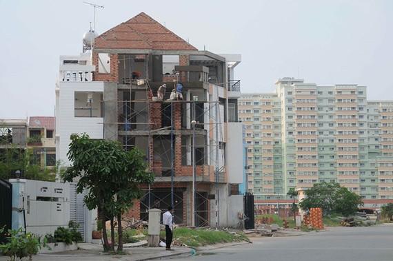 Việc miễn cấp phép xây dựng sẽ giảm phiền hà cho người dân nhưng không dễ triển khai đại trà