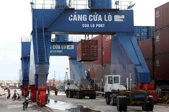Hàng hóa xuất nhập khẩu qua cảng Cửa Lò.