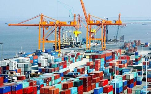 """Doanh nghiệp """"than"""" về thu phí cảng biển (Ảnh minh họa: KT)"""