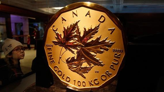 Một miếng vàng giả vừa được mua từ chi nhánh Ngân hàng Hoàng gia Canada