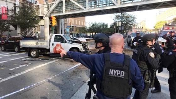 Cảnh sát phong tỏa hiện trường (nguồn: CNN)
