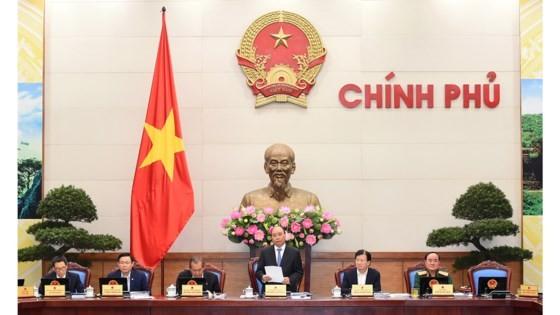 Thủ tướng Chính phủ Nguyễn Xuân Phúc cùng các Phó Thủ tướng tại phiên họp Chính phủ thường kỳ tháng 10-2017. Ảnh: VGP
