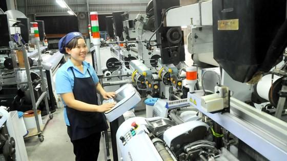 Xuất khẩu dệt may là mặt hàng chủ lực sang Hàn Quốc chiếm tỷ lệ 29%. Ảnh: CAO THĂNG