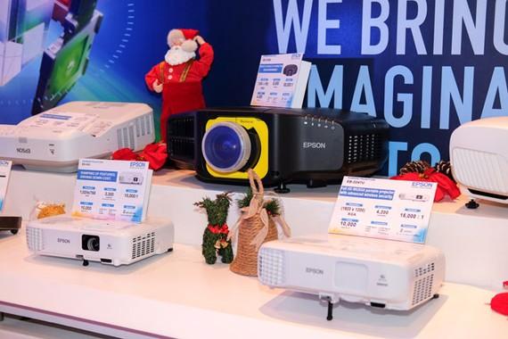 Ra mắt dòng máy in, máy chiếu dành cho doanh nghiệp vừa và nhỏ