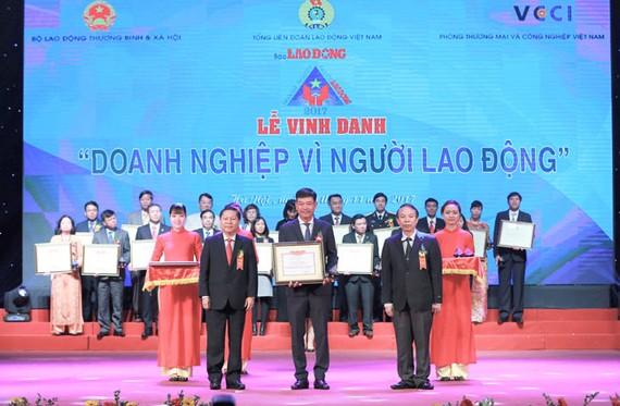 """PVFCCo lần thứ 3 được vinh danh """"DN vì người lao động"""""""