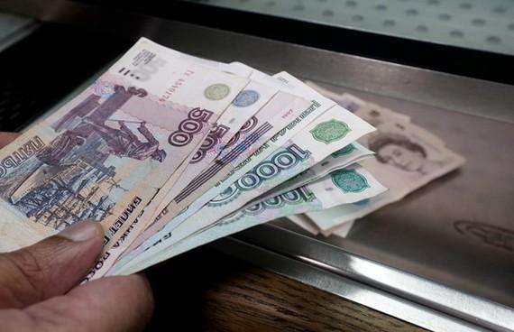Đồng ruble của Nga rớt xuống mức thấp nhất kể từ cuối năm 2016
