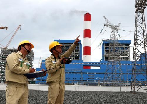 Phát tán ô nhiễm từ bụi than, khói thải tại TT Điện lực Duyên Hải