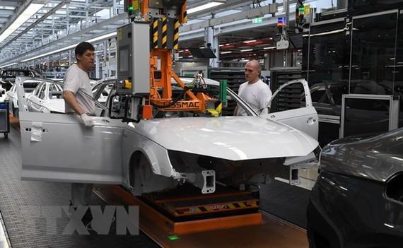 Một phân xưởng lắp ráp tại nhà máy sản xuất ô tô Audi ở Ingolstadt, miền nam nước Đức. (Nguồn: AFP/TTXVN)