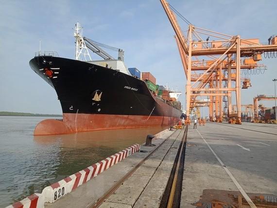 Tàu X-press Makalu cập cảng Hải Phòng. (Ảnh: Trần Hoàng Ngọc/TTXVN)