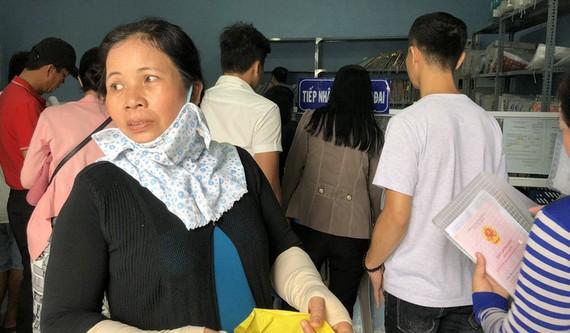 Rất đông người dân làm thủ tục đo đạc tách thửa tại chi nhánh Văn phòng đ8ang ký đất đai tại Phú Quốc - Ảnh: K.NAM