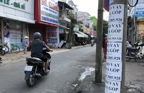 Cảnh giác với quảng cáo cho vay không thế chấp ở cột điện