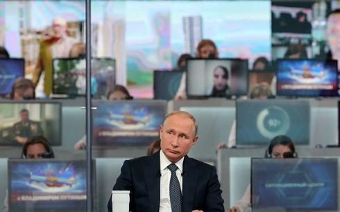 Tổng thống Nga Putin trong cuộc đối thoại ngày 7/6. Ảnh: Reuters