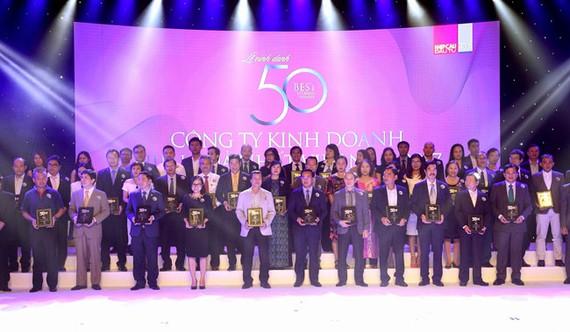 Trao giải top 50 công ty kinh doanh hiệu quả.