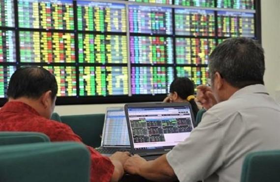 Thanh khoản thấp, VN Index tiếp tục mất mốc 900 điểm