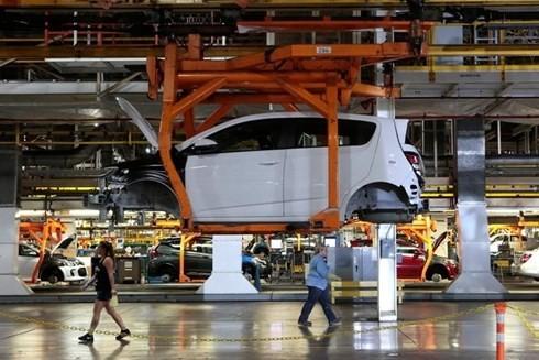 Lắp ráp mẫu xe Chevrolet 2017 Sonic trên dây chuyền tại nhà máy của General Motors, bang Michigan, Mỹ. (Ảnh: Reuters).