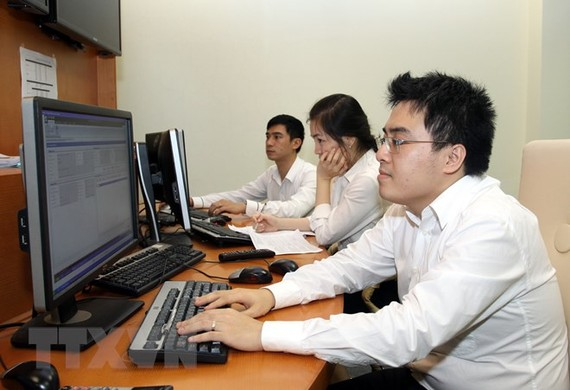 Kiểm tra, giám sát đấu thầu trái phiếu điện tử. (Ảnh: Tuấn Anh/TTXVN)
