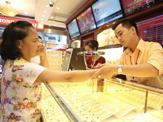 Giá vàng trong nước giảm mạnh tới 150.000 đồng