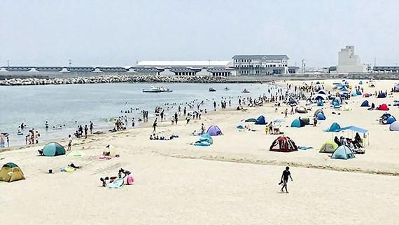 Nhật Bản mở cửa lại bãi biển Haragamaobama