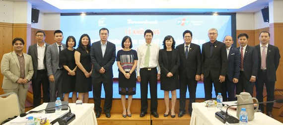 """Đại diện lãnh đạo Sacombank, Ernst & Young Việt Nam và FPT IS tại buổi khởi động dự án """"Hoàn thiện khung cơ sở dữ liệu quản lý rủi ro""""."""