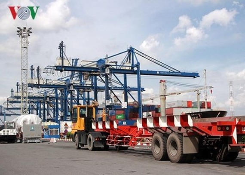 Việt Nam thiếu cảng nước sâu nên hàng hóa phải trung chuyển cũng khiến chi phí logistics tăng cao.