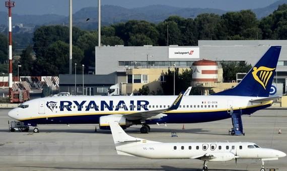 Hãng hàng không Ryanair sẽ tính phí hành lý xách tay từ tháng 11