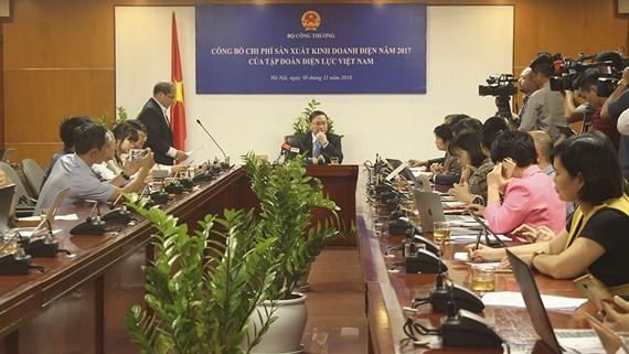 Cuộc họp báo tại trụ sở Bộ Công thương để công bố chi phí và lợi nhuận của EVN năm 2017