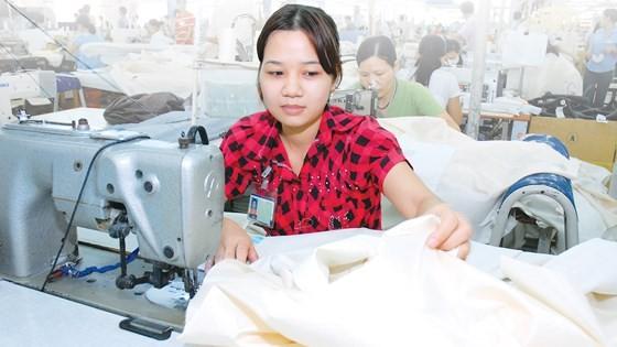 Doanh nghiệp may trong nước phải đáp ứng ngày càng nhiều tiêu chuẩn trong xuất khẩu. Ảnh: CAO THĂNG