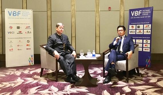 Hai Đồng Chủ tịch Diễn đàn – ông Vũ Tiến Lộc, Chủ tịch VCCI và ông Tomaso Andreatta, Phó Chủ tịch Phòng Thương mại Châu Âu tại buổi họp báo