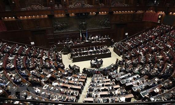 Chính phủ Italy vượt qua bỏ phiếu tín nhiệm về kế hoạch ngân sách