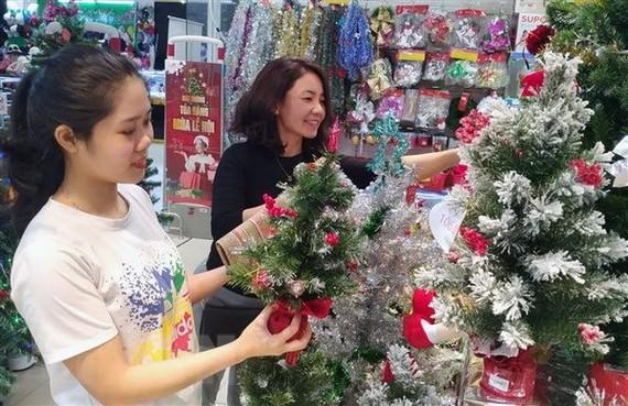 Thị trường Noel khởi động kích cầu mùa mua sắm cuối năm