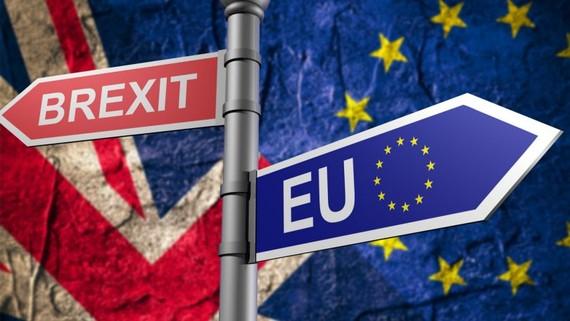 Brexit: Anh tìm cách thay thế điều khoản rào chắn
