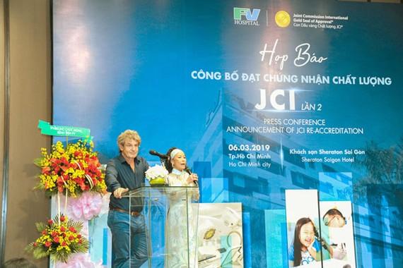 Ông Jean-Marcel Guillon - Tổng giám đốc bệnh viện FV phát biểu tại buổi họp báo công bố đạt chứng nhận chất lượng JCI lần 2.