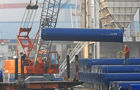 Vận chuyển hàng hóa tại Liên Vận Cảng, tỉnh Giang Tô, Trung Quốc. (Nguồn: AFP/TTXVN)