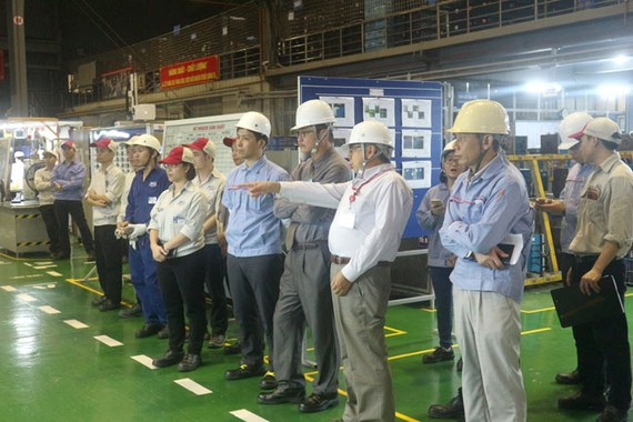 Đoàn lãnh đạo Toyota Việt Nam thăm dây chuyền sản xuất HPC.