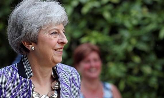 Thủ tướng Anh tránh được cuộc bỏ phiếu bất tín nhiệm