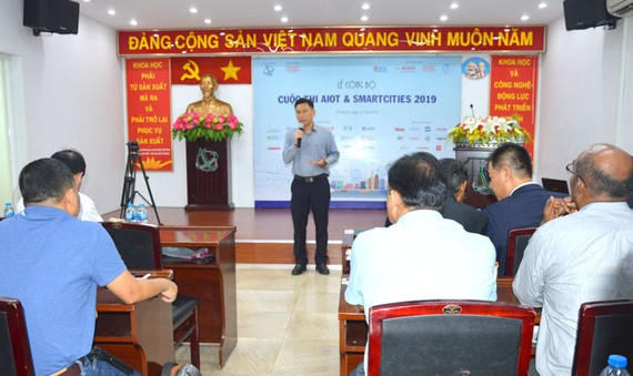 Ông Nguyễn Việt Dũng, Giám đốc Sở Khoa học và Công nghệ TPHCM phát động cuộc thi AIoT & Smart Cities 2019.