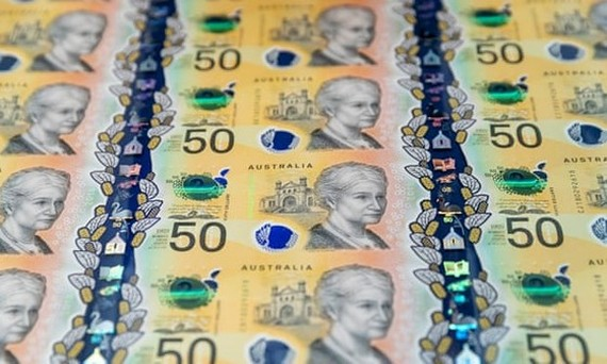 Tờ tiền mới 50 AUD màu vàng với một loạt công nghệ mới cải tiến giúp dễ sử dụng và ngăn chặn việc làm giả. Ảnh: AAP