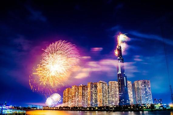 """Đêm thượng lưu đầu tiên tại """"đỉnh cao mới"""" Sài Gòn"""
